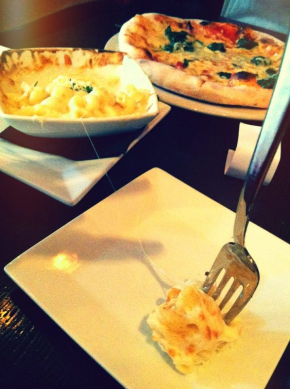 ulah bistro mac and cheese:pizza